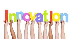 Leute übergeben das Halten der Wort-Innovation Lizenzfreies Stockbild