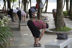 Leute-Übung im Park Stockbilder