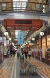 Leute-AR-Einkaufen im Innen-Rundle-Mall in Adelaide, Australien Lizenzfreies Stockbild