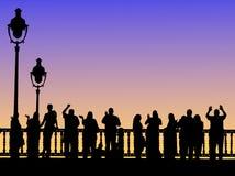 Leute auf Brücke Stockfoto
