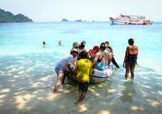 Leute auf dem Boot in Koh Rong, Kambodscha Lizenzfreie Stockfotografie
