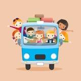 Leute auf dem Packwagen, der zur Reise fährt Lizenzfreie Stockbilder