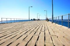 Leute auf dem Pier Stockfotos