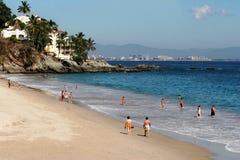 Leute auf dem Strand Stockbilder