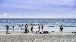 Leute auf dem Strand Lizenzfreies Stockbild