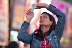 Leute auf dem Times Square in Manhattan Stockfotografie