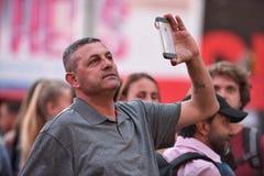 Leute auf dem Times Square in Manhattan Stockfotos