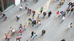 Leute auf der Istiklal-Straße in Istanbul stock video footage