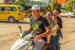 Leute auf der Straße des asiatischen Landes - Vietnam und Kambodscha Stockbilder