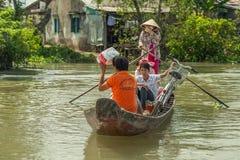 Leute auf der Straße des asiatischen Landes - Vietnam und Kambodscha Lizenzfreie Stockbilder
