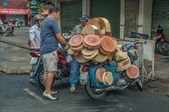 Leute auf der Straße des asiatischen Landes - Vietnam und Kambodscha Lizenzfreies Stockfoto