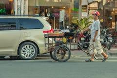 Leute auf der Straße des asiatischen Landes - Vietnam und Kambodscha Stockbild