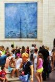 Leute auf der Straße von Figueres Stockbild