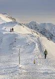 Leute auf die Oberseite von Kasprowy Wierch in Zakopane in Tatras in wi Stockbild