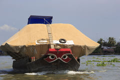 Leute auf einem Boot am sich hin- und herbewegenden Markt, Vietnam Stockfotografie