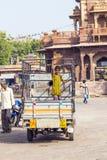 Leute auf einem Lastwagen beim Sadar Stockfotografie