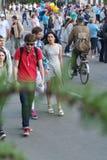 Leute auf einem Stadt holida lizenzfreie stockfotografie