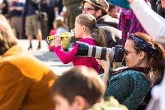 Leute auf Hauptplatz während des nationalen und gesetzlichen Feiertages Jahrbuch Polnischen der Konstitutions-Tag Stockfotos