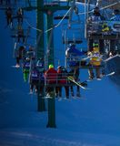 Leute auf Skiaufzug Stockbild