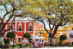 Leute auf Straße in Campeche-Stadt Mexiko lizenzfreies stockfoto