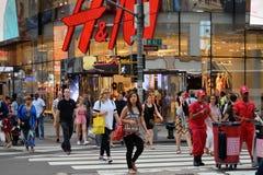 Leute auf Straße in Manhattan, NYC Stockbild