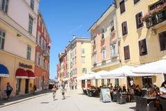 Leute auf Straße in Rovinj Lizenzfreie Stockfotografie
