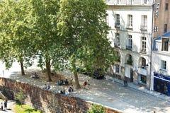 Leute auf Straße Rue de Etats in Nantes, Frankreich Lizenzfreie Stockfotos