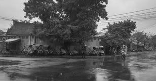 Leute auf Straße bei Hoi An Old Town in Quang Nam, Vietnam Lizenzfreie Stockfotos