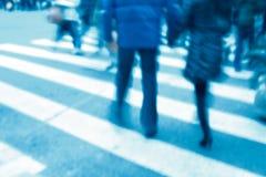 Leute auf Zebraüberfahrt Lizenzfreie Stockfotos