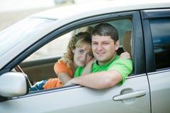 Leute am Auto Stockfotografie