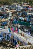 Leute bei Dhobi Ghat, die größte Wäscherei der Welt im Freien Stockbild