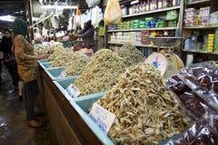 Leute bei Pasar Chow Kit, Kuala Lumpur lizenzfreies stockbild