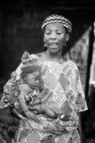 Leute in Benin, in Schwarzweiss Stockbild