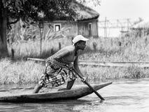 Leute in Benin, in Schwarzweiss Stockfoto