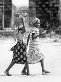 Leute in Benin, in Schwarzweiss Lizenzfreies Stockfoto