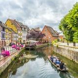 Leute besichtigen wenig Venedig in Colmar, Frankreich Stockfotografie