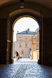 Leute besuchen königliches Wawel-Schloss in Krakau am 2. November 2014 Lizenzfreie Stockfotos
