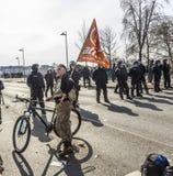 Leute demonstrieren gegen EZB und Kapitalismus Stockfotografie