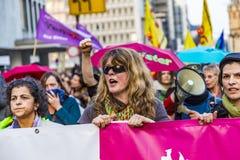 Leute demonstrieren gegen EZB und Kapitalismus Lizenzfreies Stockbild
