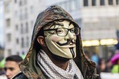 Leute demonstrieren gegen EZB und Kapitalismus in Frankfurt Stockbild