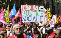 Leute demonstrieren in Paris Lizenzfreies Stockfoto