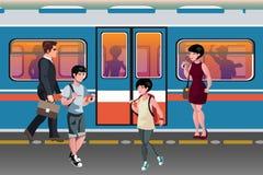Leute in den öffentlichen Transportmitteln der Untergrundbahn Lizenzfreie Stockbilder