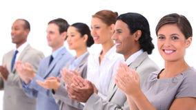 Leute in den Klagen applaudieren Stockfotos
