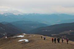 Leute in den Schneebergen Lizenzfreies Stockbild