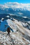 Leute in den Schneebergen Stockfotos