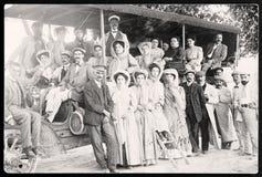 Leute in der alten Fotografie des Busses Stockbilder
