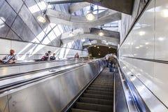 Leute an der Bahnstation Prater in Wien Lizenzfreies Stockfoto