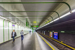 Leute an der Bahnstation Prater in Wien Stockfotos