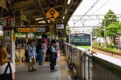 Leute an der Harajuku-JR.-Station, Tokyo Stockbilder