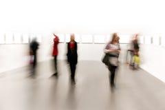 Leute in der Kunstausstellung Stockbilder